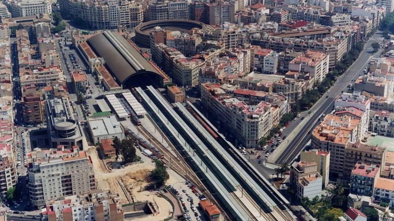 Vista de las vías y Estación del Norte.