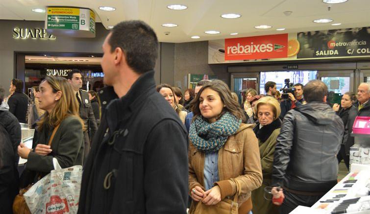 Gente de compras en Valencia