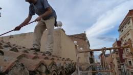 Arquitectura Se Mueve trabajando en el tejado del edificio de San Pedro.