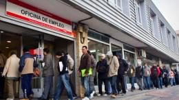 Baja el paro en la Comunidad Valenciana en Octubre mientras sube en el resto de España