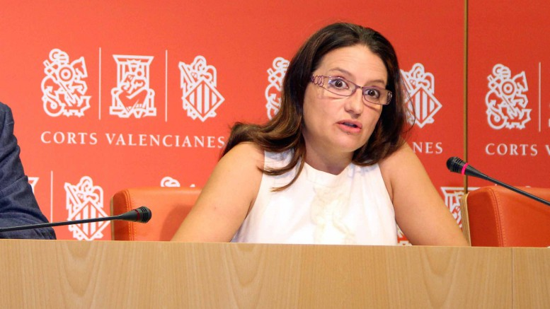 La vicepresidenta Mónica Oltra en una rueda de prensa en Les Corts