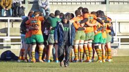 Jugadores del Tecnidex Valencia RC abrazados haciendo círculo.