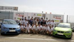 60 personas ciegas sienten el placer de conducir en el circuito del Jarama gracias a SEAT, RACE y ONCE