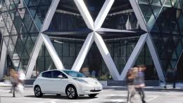 Nissan y Norman Foster diseñan la gasolinera del futuro