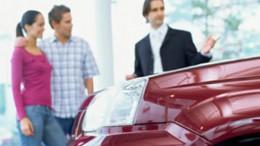 La pareja y el precio, los que más influyen entre los españoles a la hora de adquirir un coche