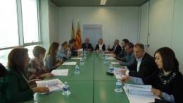Los alcaldes de diversos municipios en una firma de convenio con la consellera María José Salvador sobre el Plan de Inversiones