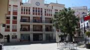 Fachada del edificio del Ayuntamiento de Chiva vista desde la plaza