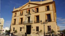 La fachada principal del Ayuntamiento de Paterna