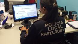 La mujer policía responsable de desarrollar el seguimiento contra la violencia de género en Rafelbunyol