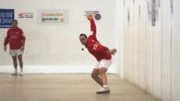 El jugador Trini de Xeraco en una partida de Raspall del trofeo provincial
