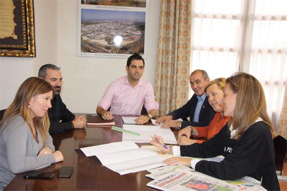 Reunión del equipo de Gobierno de Paterna en el que aborda el tema del cheque- bebé
