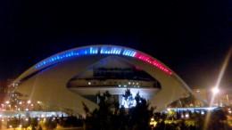 El Palau de les Arts Reina Sofía se tiñe con los colores de la bandera de Francia