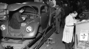 El primer Volkswagen Beetle salió de la línea en la planta de Wolfsburg hace 70 años