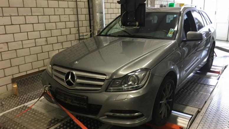 El Mercedes C200 CDI dobla las emisiones legales
