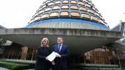 Ximo Puig y Gabriela Bravo tras presentar el recurso de inconstitucionalidad contra la Ley de Presupuestos Generales del Estado 2016