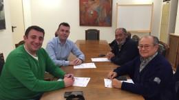 El alcalde y concejal de Puerto con la Comunidad de Pescadores y la de Vela latina de Catarroja