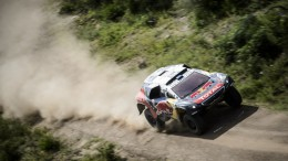 Carlos Sainz remonta en la segunda etapa del Dakar tras sufrir problemas eléctricos