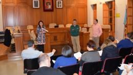 El concejal Roc Senent con los comerciantes de Burjassot para explicar las ayudas sobre modernización