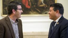 Jorge Rodriguez con el alcalde de Olocau para tratar la Ruta dels Ibers