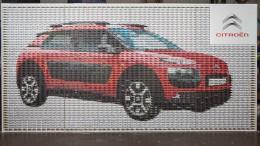 Citroën hace un mosaico del C4 Cactus con coches de juguete