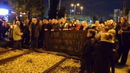 Burjassot corta las vías y exige el soterramiento del metro