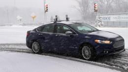 De autónomo a autoníveo: El Ford Fusión híbrido autónomo circula en la nieve