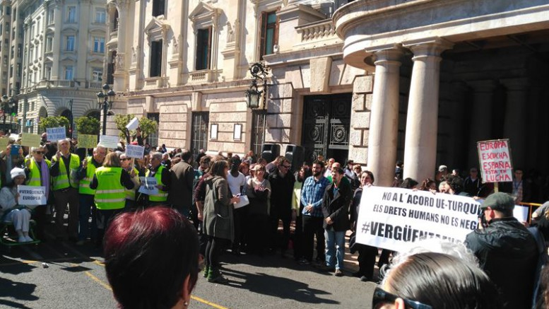 Manifestación en Valencia contra la política de refugiados de la UE y Turquía
