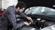Los coches mileuristas se llevan sólo una de cada tres reparaciones