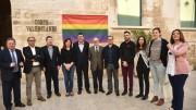 es Corts Valencianes lucen hoy la bandera del arco iris, señera del movimiento LGTB