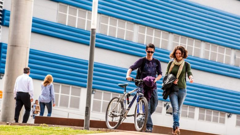 Alumnos en uno de los campus universitarios