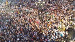 Acto de desagravio. Miles de personas abarrotan la Plaza de la Virgen