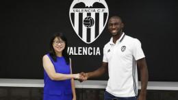 Mangala nuevo defensa central del Valencia CF