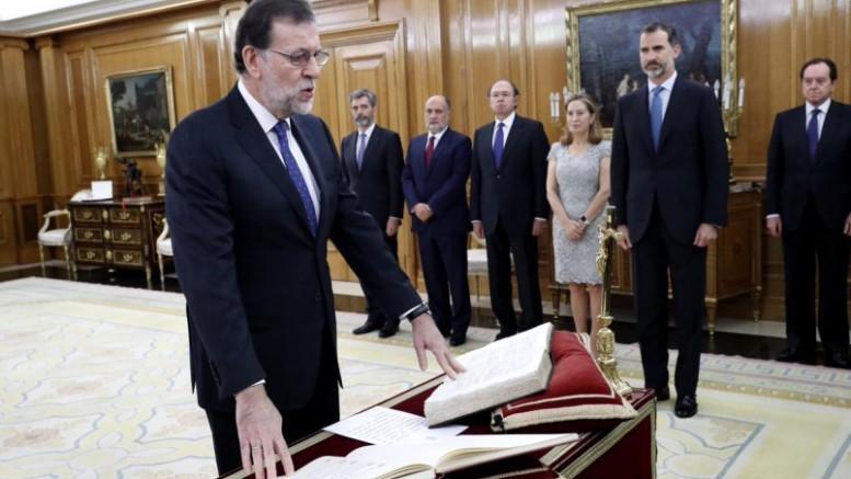 """Rajoy pide a su nuevo Consejo de Ministros que """"hablen, dialoguen y pacten mucho"""""""