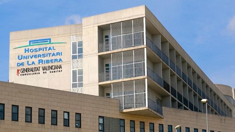 Se desmonta la dirección del Hospital de La Ribera un año después de la reversión