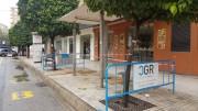 El govern alzireny millora la imatge de les parades de bus canviant marquesines i postes d'informació