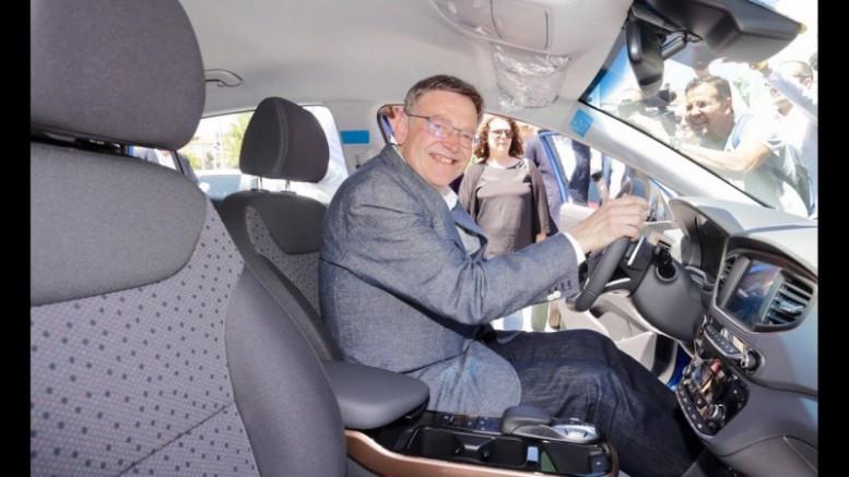 """Puig assenyala que """"per a la innovació, la indústria del motor és fonamental"""""""