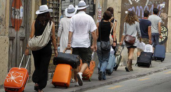 Giner censura la ocurrencia Turismo Valencia de saltarse el registro autonómico de los apartamentos turísticos
