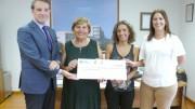 El Hospital de La Ribera y el Club de Atletismo Corriols donan a la Asociación del Cáncer de Sueca la recaudación de la V Carrera per la Dona