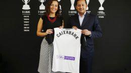 El presidente del Valencia CF, Anil Murthy, y la directora comercial de CaixaBank en la Comunitat Valenciana, Beatriz Alventosa.