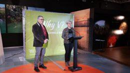 Pilar Moncho y Evarist Caselles durante la presentación de la campaña Why V ?