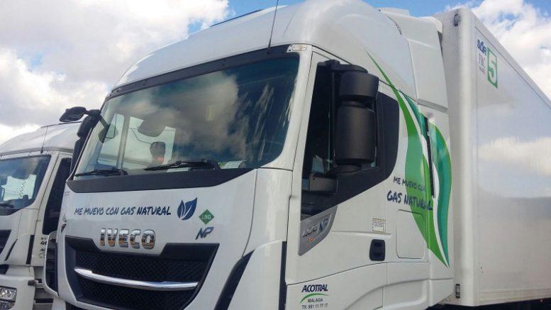 Mercadona y sus proveedores de transporte destinarán 4 millones de euros más en 2018 para incorporar 40 camiones propulsados con gas natural licuado (GNL) en las ciudades de Madrid, Barcelona y Valencia