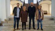 La diputada Mercedes Berenguer con el alcade de Agullent y representantes del ayuntamiento.- Centros Sociales