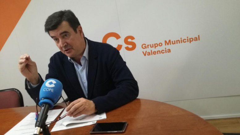 """Fernando Giner """"El Ayuntamiento no puede dar la espalda a los actores del turismo por lo que tanto los pequeños propietarios de viviendas como las fiestas de la ciudad deben estar representadas"""""""