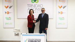Elena Tejedor, directora de la Fundación Trinidad Alfonso y Valeriano Moreno, presidente de la Federació de Triatló de la Comunitat Valenciana