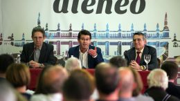 """Rodríguez en el Ateneo: """"No termino de ver el beneficio económico de acabar con las diputaciones"""
