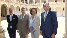 El Rector de la USAL, Ricardo Rivero; el rector de la UPM, Guillermo Cisneros; la secretaria general iberoamericana, Rebeca Grynspan; y el presidente de Iberdrola, Ignacio Galán