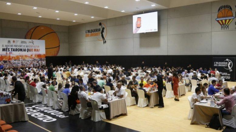 Valencia Basket se reúne con sus aficionados en el tradicional Sopar de Penyes