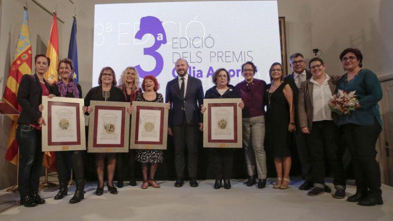 Foto de familia de los premiados junto a Toni Gaspar, Presidente de la Diputación de Valencia
