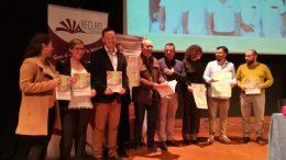 Un total de 963 copias, doble edición en valenciano e inglés, se repartirán por los centros educativos de Alzira