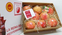 la Granada Mollar de Elche pretende enviar por Navidad un regalo afectuoso y sorprender a las personas de la Comunitat Valenciana que, por diferentes motivos, viven actualmente en el extranjero.